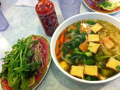 meal, stew, lunch, noodle soup, vegetarian food, food, canh chua, dish, soup, cuisine,