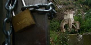 Bilde av Elogi de l'aigua. barcelona chains spain parks locks catalunya sculptures eduardochillida parcdelacreuetadelcoll