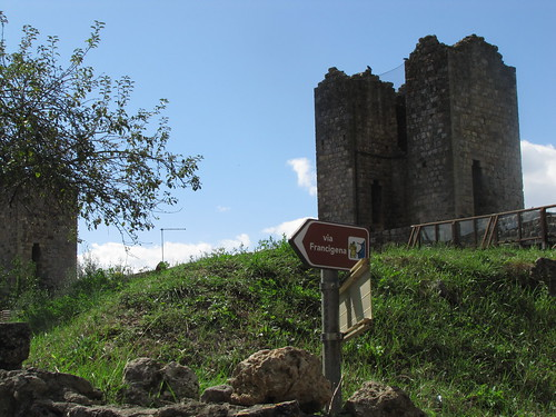 Monteriggioni city walls and Via Francigena