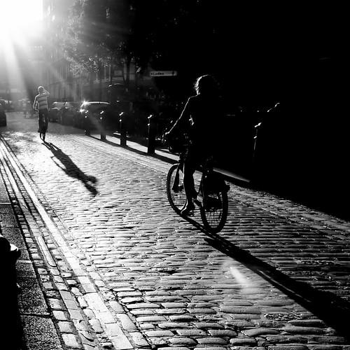 street sunset blackandwhite bw blancoynegro bicycle square blackwhite noiretblanc candid soho explore londres citystreets frontpage contrejour intothesun londonist sidewalkstories londonstreetphotography sohosunset scattidistrada ianbrumpton aimlessstrolling londonatlarge cyclingwithpurpose
