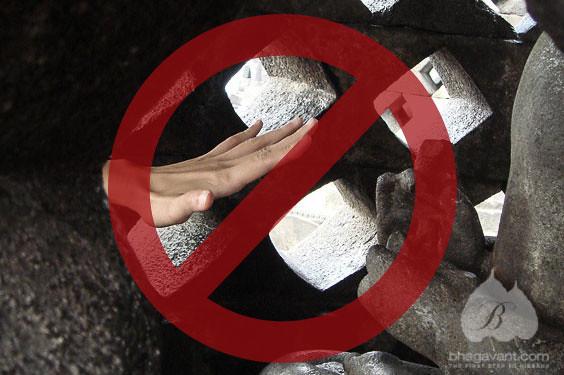 Stop merogoh stupa Candi Borobudur.