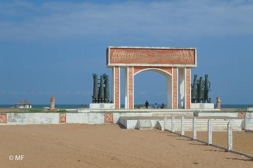bénin sky travel sand memory memorial africa outdoors olympus voyage slavery afrique souvenir esclavage mémoire cotonou ouidah tg850 porte du non retour gate no come back