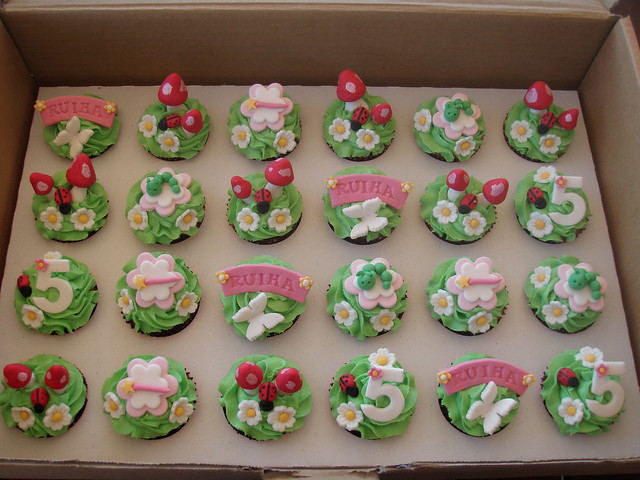 Mossys masterpiece fairy garden cupcakes flickr for How to make fairy cupcakes