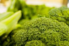leaf vegetable(0.0), brassica(1.0), broccoli(1.0), vegetable(1.0), vegetarian food(1.0), produce(1.0), food(1.0),