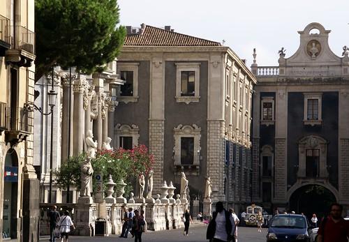 Catania, contratto in scadenza: protestano su impalcatura del Duomo$