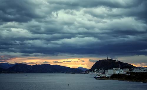 sunset sky clouds ålesund aalesund aksla larigan valderøyfjord phamilton