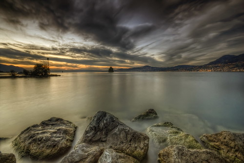 canon eos 450d sigma 1020mm hdr photomatix nature paysage landscape sunset coucher soleil sun nuages clouds colors couleurs lac lake léman eau water suisse villeneuve pierre rock long exposure sky philippesaire wideangle switzerland swiss storm day schweiz photo photography ciel