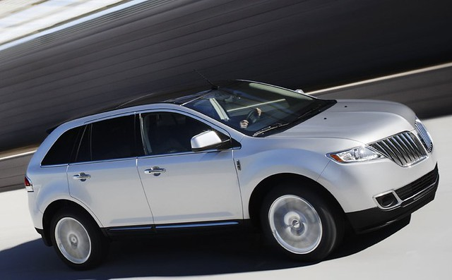 Lincoln Mkx Reviews Car And Driver