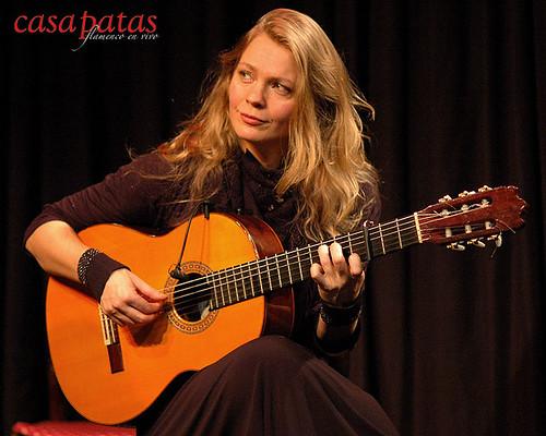 Bettina Flater a la guitarra. Foto: Martín Guerrero