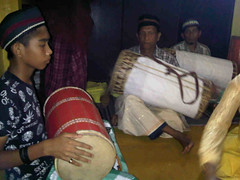 drum(0.0), barrel drum(1.0), hand drum(1.0), skin-head percussion instrument(1.0),