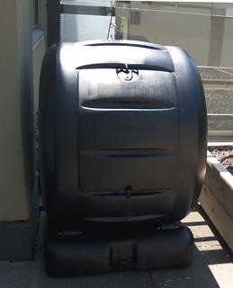 Rolling balcony compost bin