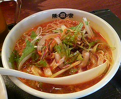 bãºn bã² huế(0.0), kimchi jjigae(0.0), cellophane noodles(0.0), noodle(1.0), mi rebus(1.0), lamian(1.0), jjigae(1.0), noodle soup(1.0), kuy teav(1.0), kalguksu(1.0), pho(1.0), food(1.0), beef noodle soup(1.0), dish(1.0), laksa(1.0), soup(1.0), cuisine(1.0), nabemono(1.0),
