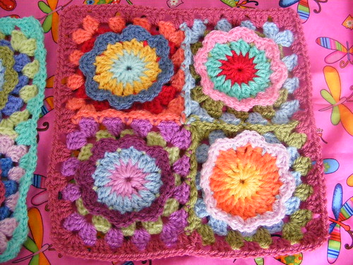 Flower granny blanket beginning