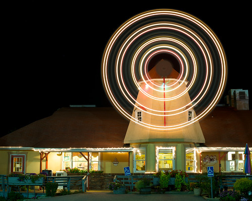 longexposure windmill weather night lights restaurant spin clear spinning lighttrails morgantown blades ©isaacdpacheco2010allrightsreserved