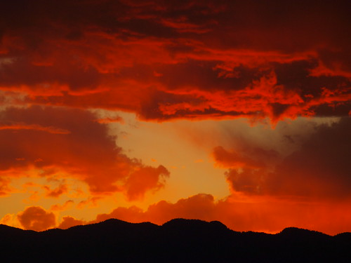 sunset red sky nature colorado colorful coloradosprings rockymountains breathtaking rampartrange breathtakinggoldaward camfirephotos camfirephotoscom breathtakinghalloffame
