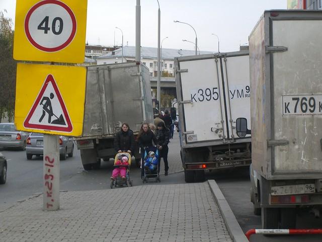 Тротуар у ТРЦ