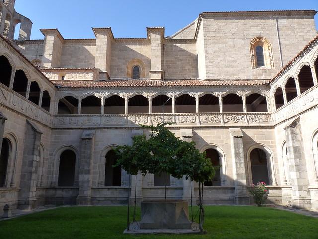Claustro del Silencio in Real Monasterio de Santo Tomás ...