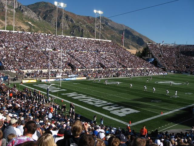 lavell edwards stadium amazing college stadiums