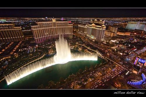 light color night landscape cityscape traffic lasvegas weekend wideangle aerial strip bellagio caesarspalace ballys lasvegasblvd neveda fountainsofbellagio ef14mmf28liiusm