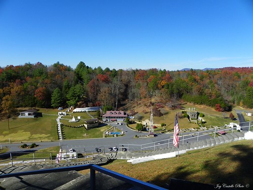 autumn mountains fall stairs tencommandments northcarolina americanflag hills murphy biblepark fieldsofthewood nov132010 fieldsofthewoodbiblepark