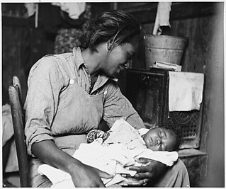 Near Buckeye, Maricopa County, Arizona. Migrant [African-American] cotton picker and her baby., 11/1940