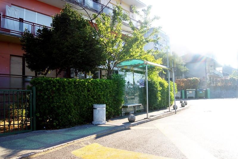 Остановка локального транспорта перед автобусной станцией Херцег Нови
