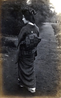 Geisha from the back 1920s
