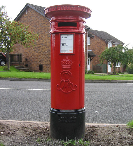 Handyside post box on Bishop's Drive, Oakwood
