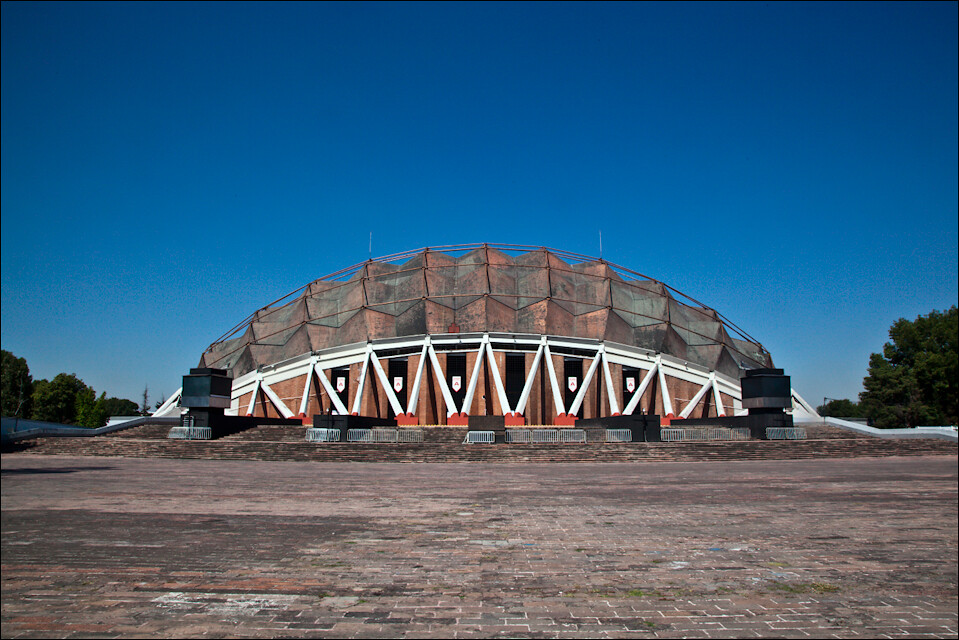 The best brutalist buildings around the world page 11 for Puerta 7 palacio delos deportes