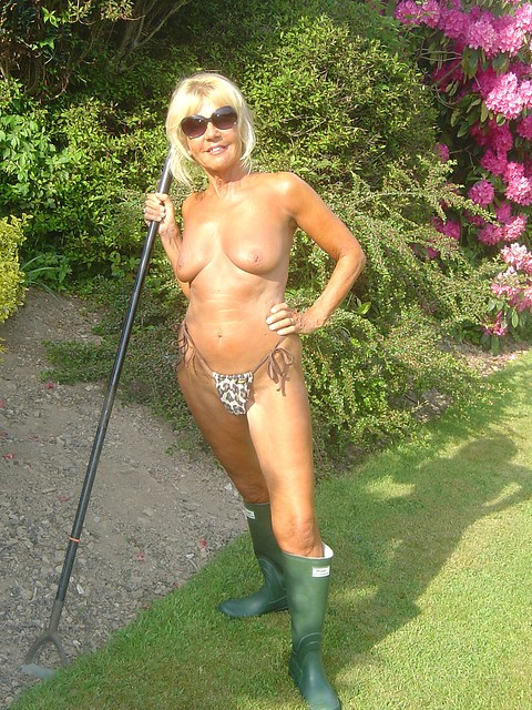 nude girls in rubberboots