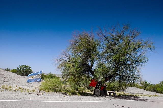 Santuario al Gauchito Gil al costado de la Ruta 150