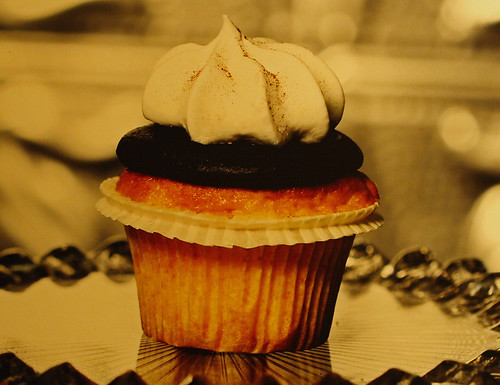 Photo of a cupcake inside a bakery - looking good! by Alaskan Dude