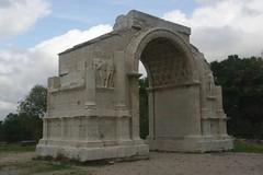 ancient greek temple(0.0), roman temple(0.0), ruins(0.0), mausoleum(0.0), chapel(0.0), ancient roman architecture(1.0), arch(1.0), landmark(1.0), architecture(1.0), archaeological site(1.0),