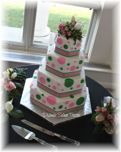 to CT from the mid west for their wedding 4 tiers Hex 6 9 12 and