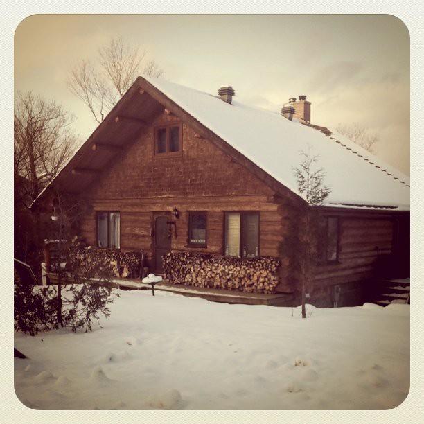 La maison en bois rond flickr photo sharing for Maison en bois ronde