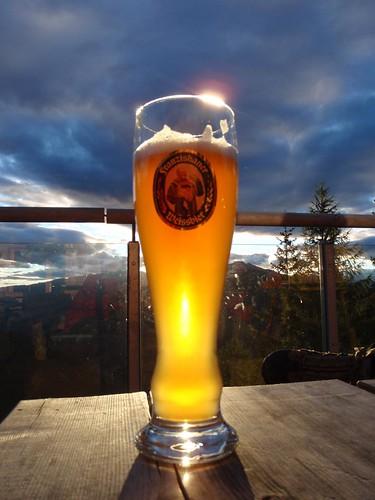 sunset beer clouds bier rays dolomiten franziskaner dolomitenhütte lienzer