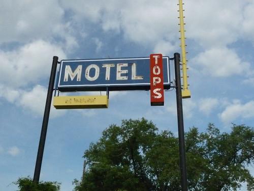 268 North Dakota, Sterling, Tops Motel Sign