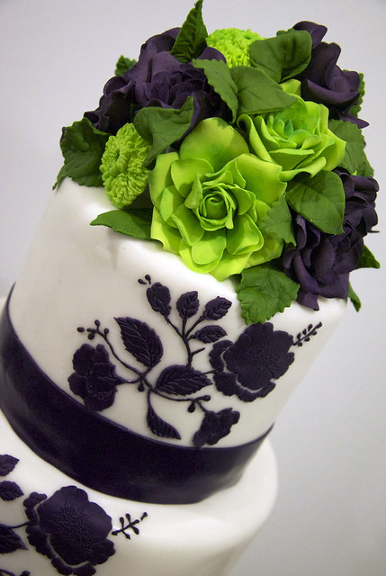 purplelimeroseweddingcake A 4 tier white fondant wedding cake with a