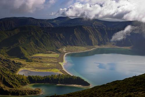 light lake luz portugal island volcano crater lagoa ilha azores açores cratera vulcão smiguel lagoadofogo ribeiragrande jorgecardoso