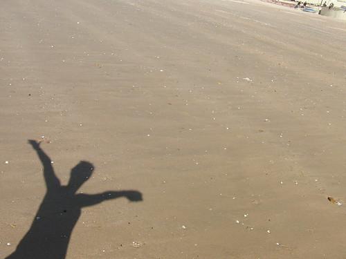 sombra sobre la arena
