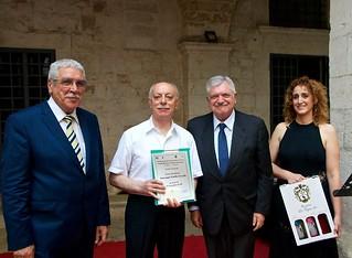 Giuseppe Emilio Carelli premiato da N. Matera, dall'assessore Cavallo e da A. Matera  -  (Foto V.Signorile)