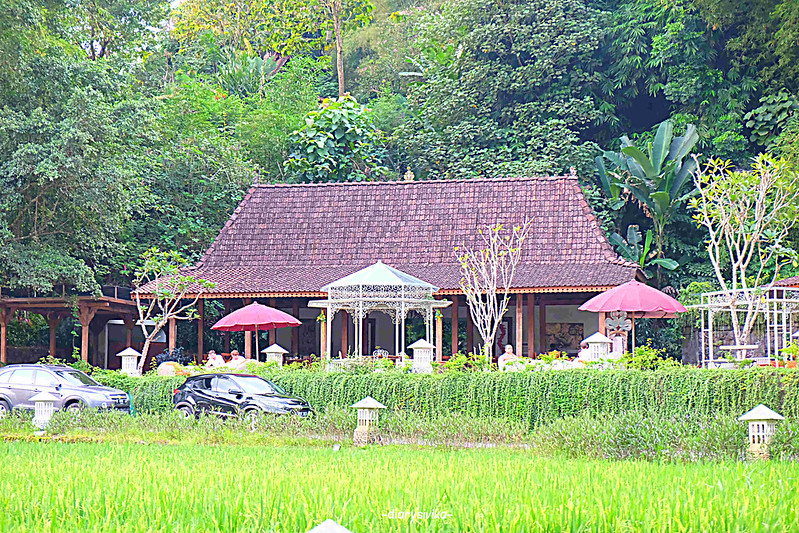 stupa restaurant magelang 4