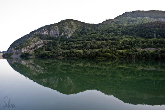 Montaña reflejada