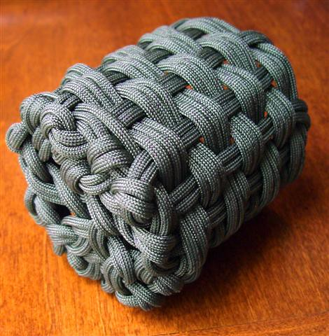 Woven paracord can koozie 3 a photo on flickriver for Paracord koozie how to make