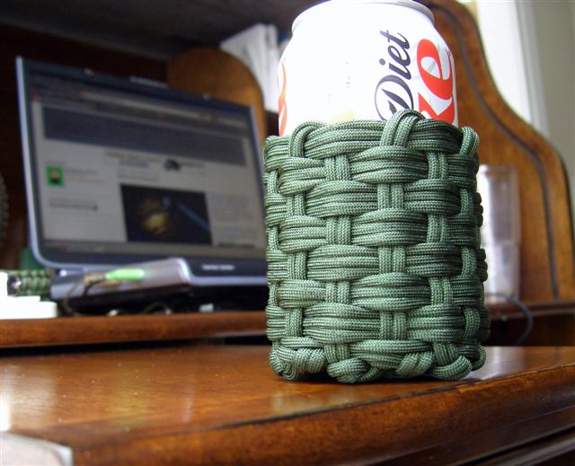 Woven paracord can koozie 1 flickr photo sharing for Paracord koozie how to make