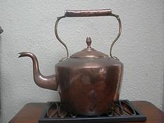 art(0.0), small appliance(0.0), metal(1.0), antique(1.0), teapot(1.0), lighting(1.0),