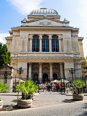 Sink in the multifarious artistic world of the Great synagogue of Rome - Things to do in Rome