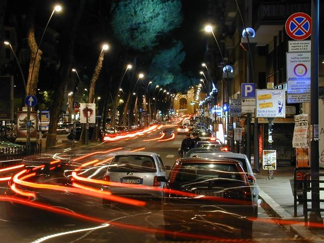 Strisce di Luce nelle Vie di Roma