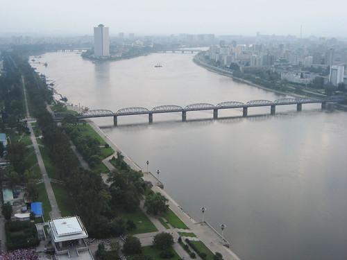 river north korea pyongyang taedong
