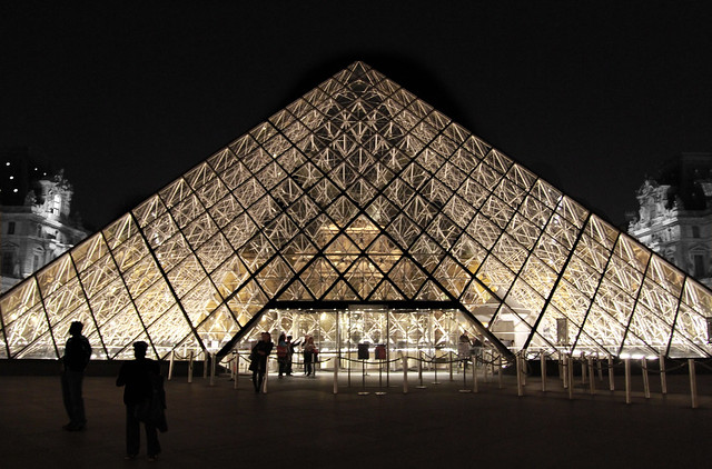 Paris pyramide du louvre flickr photo sharing for Architecte de pyramide